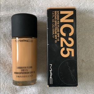 Mac Studio Fix Fluid Foundation NC25